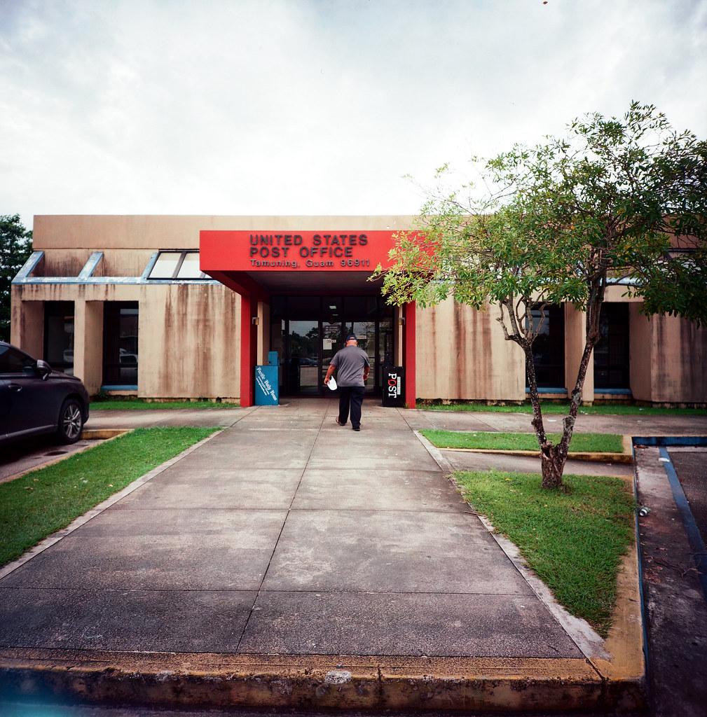 Guam US / Kodak Pro Ektar / Lomo LC-A 120 關島的郵局,終於今天有開門可以寄信。  把幾張明信片寄出去。  Lomo LC-A 120 Kodak Pro Ektar 100 120mm 9139-0002 2016-11-09 Photo by Toomore