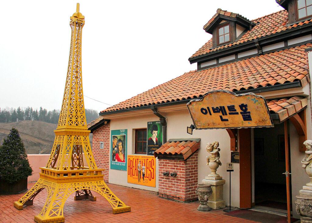 petite-france-eiffel-tower
