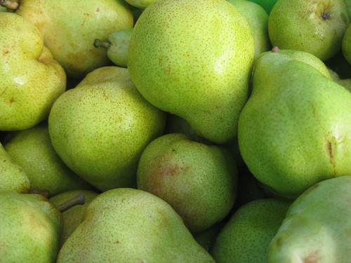 Pears piled on top of each other.