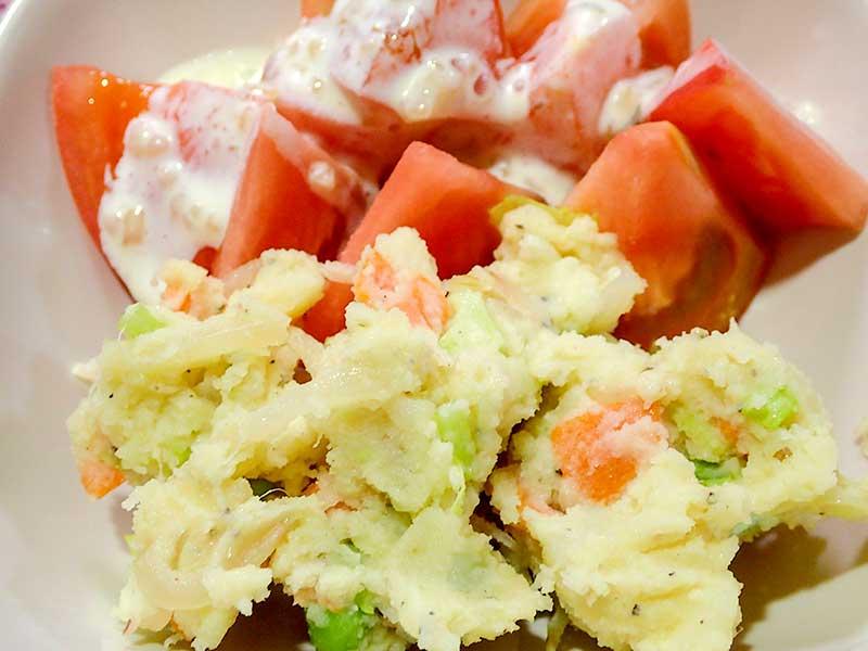 ポテトサラダとトマト