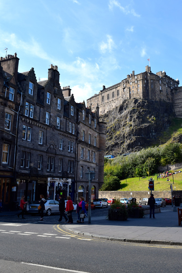 View of Edinburgh Castle | www.rachelphipps.com @rachelphipps