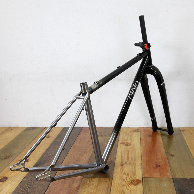 Cielo Mountain Frame & Enve Fork Repaint By Swamp Things