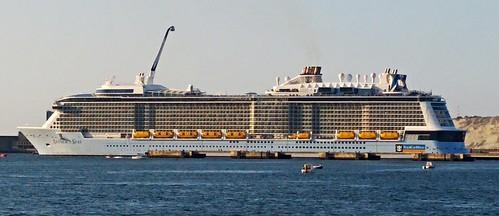 El crucero 'Anthem of the Seas', segundo más grande del mundo, otra vez amarrado en Getxo