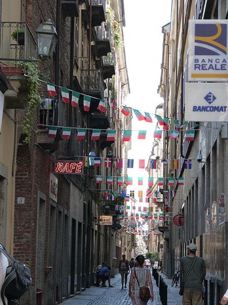 rue de turin pavoisée