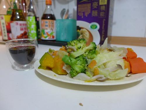 燕麥麵+綜合鮮蔬+紅葡萄酒