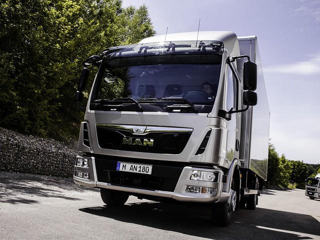 Легкий грузовик MAN TGL 8.180. 2012 год