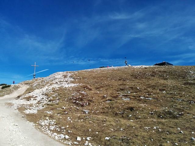Gipfelkreuz Strudelkopf und die neue Aussichtsplattform rechts