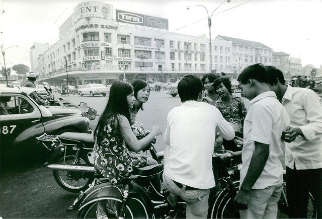 SAIGON 1972 - Youth in Vietnam having a nice time along the street