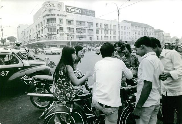 SAIGON 1972 - Youth in Vietnam having a nice time along the street