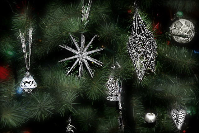 Crystal & Silver ֍ CHRISTMAS ORNAMENTS ֍ Isaac Mizrahi Collection