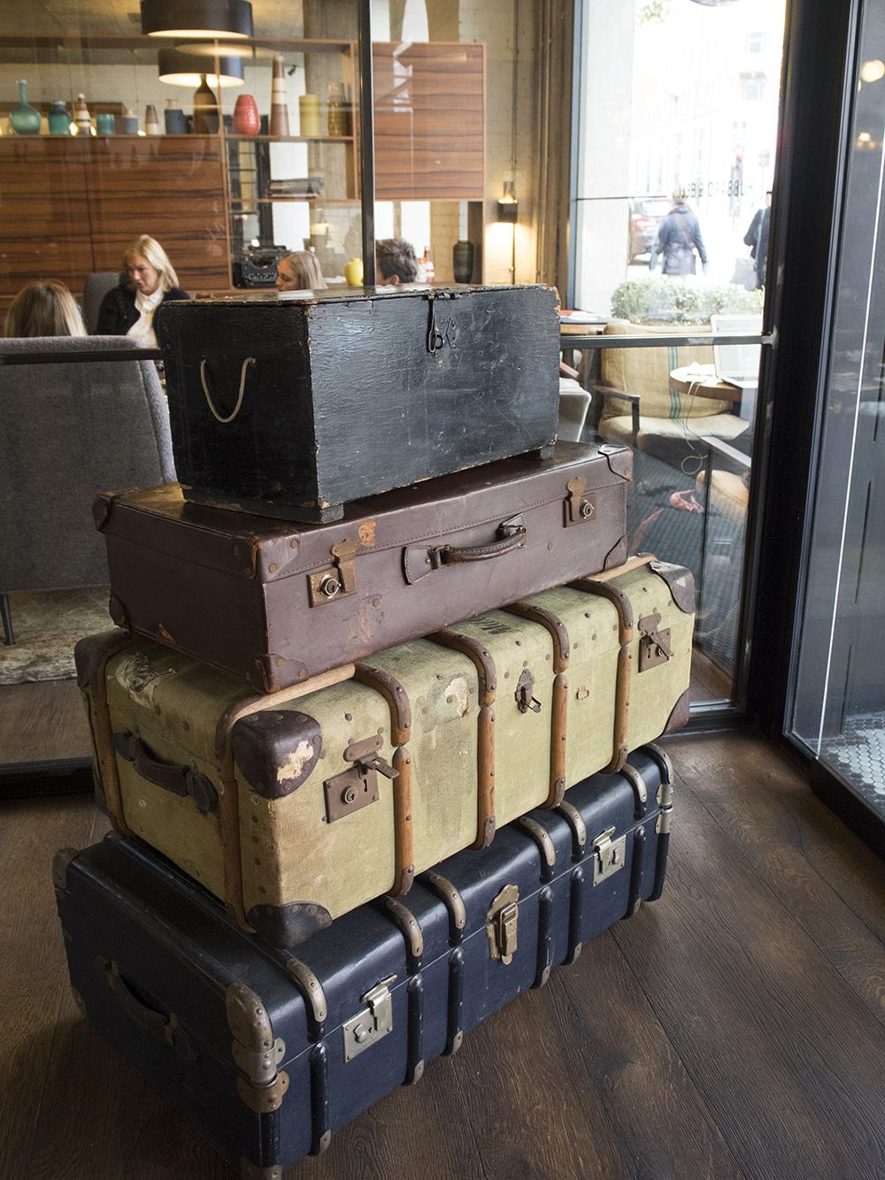 vintage-suitcases-hoxton-hotel-holborn