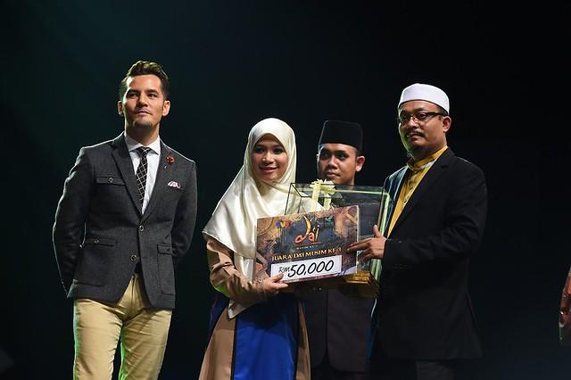 Penyerahan Hadiah Kepada Da'I Hamidah Oleh Dato' Aliff Dan Ustaz Kazim