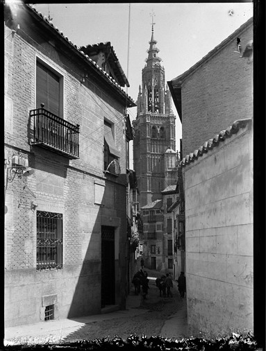 Calle de Santa Isabel hacia 1925 por Enrique Guinea Maquíbar. Archivo Municipal de Vitoria-Gasteiz