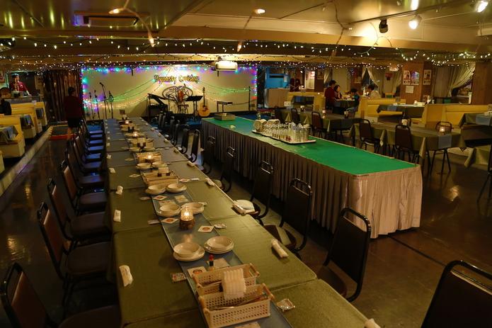 沖繩白鯨號 浪漫夜間那霸港巡航 晚餐配現場演唱 氣氛滿點 | 林氏璧和美狐團三狐的小天地