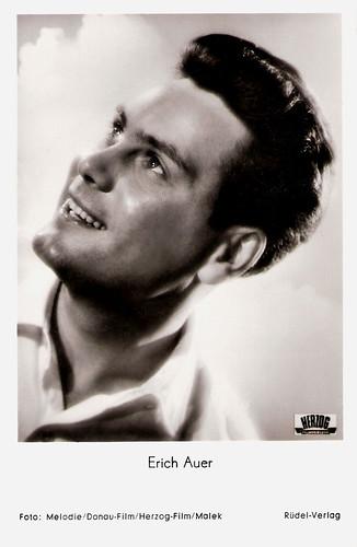 Erich Auer in Der erste Kuss (1954)