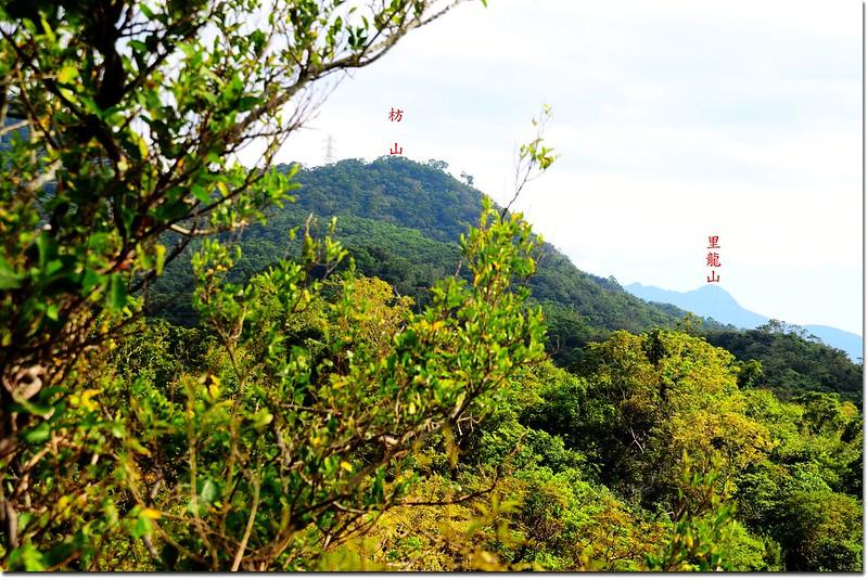 南巴卡路山稜線遙望東南枋山(L)、里龍山(R)