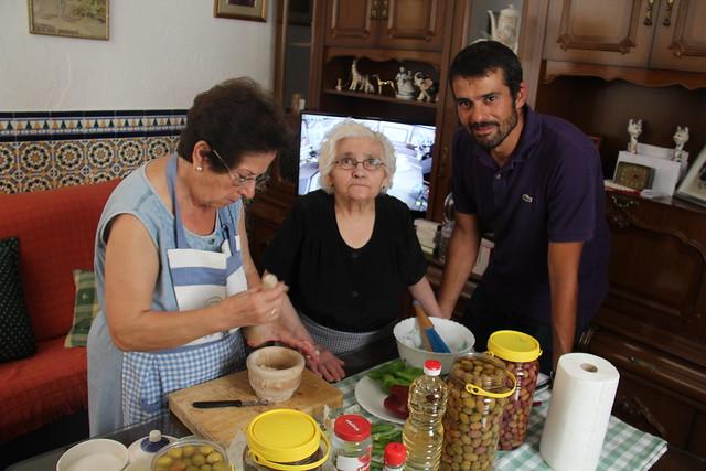 Enrique Sánchez Cocinero Pregonero Visitó Arahal Para Empaparse De La Cultura Del Olivar Aionsur Noticias De Sevilla Sus Comarcas Y Andalucía