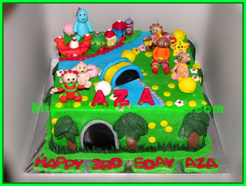 Cake In the Night of Garden