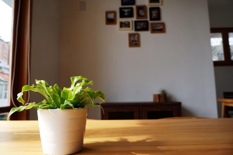 23721951752 eedea5773e c - 【台中西區】小野食堂 - 精誠街老屋改造明亮舒適好拍空間.自家製唐揚炸雞定食和牛肉咖哩不錯.P+HOUSE對面