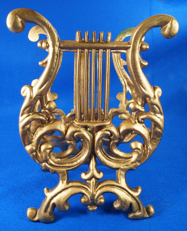 RD14722 Vintage Rack Stand Book Magazine Holder Lyre Harp Music Gold Cast Metal DSC07482