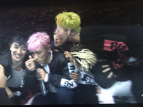 BIGBANG Osaka FINAL Japan Day 3 2016-12-29 Screencaps (8)