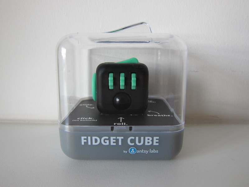 Fidget Cube - Green/Black - Box Front