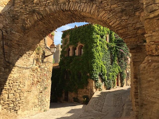 Peratallada, probablemente el pueblo medieval más bonito de Costa Brava (Cataluña)