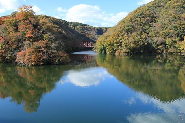 神龍湖と神龍橋