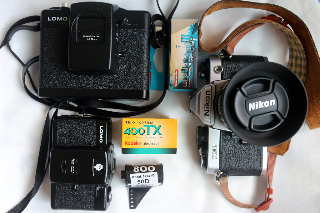 What's in my bag? Lomo LC-A+ / LC-A 120, Nikon FM2, Kodak 50D 5203 / 400TX, Lomochrome Turquoise 120mm 2015/11/07 今天要帶出門拍的底片,難得這個假日的天氣還不錯!  Canon 6D Sigma 35mm F1.4 DG HSM Art IMG_7851 Photo by Toomore