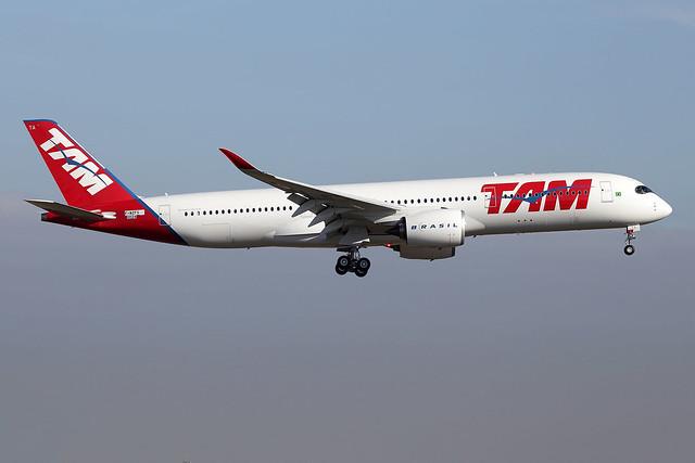 11 décembre 2015 - TAM  Linhas  Aéreas - Airbus  A 350-900  F-WZFS  c/n 024  (PR-XTA) - LFBO - TLS