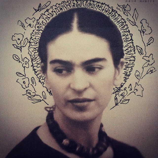 Sketch for my next frida embroidery #sketch #fridakahlo #friducha #portrait #halo #vivalavida