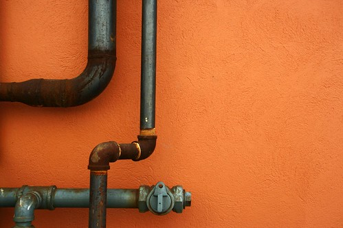 老舊管線常有漏水問題。(來源:Jonah G.S.)