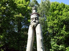 monument(0.0), shrine(0.0), statue(0.0), totem pole(1.0), art(1.0), tree(1.0), sculpture(1.0),