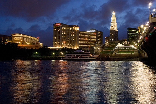 city longexposure reflection water skyline river lights boat view hartford travelers gettyimages connecticutriver noght 250v10f travelerstower