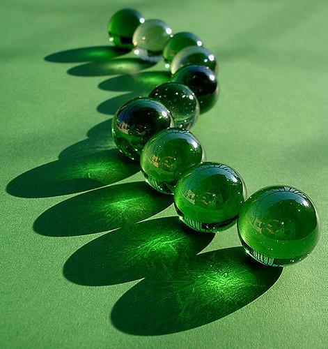 Green Glass Marble : D tapeten and murmeln on pinterest
