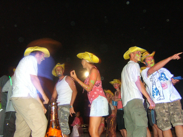 Full Moon Partiers @ Koh Pha Ngan, Thailand by CC user timparkinson on Flickr