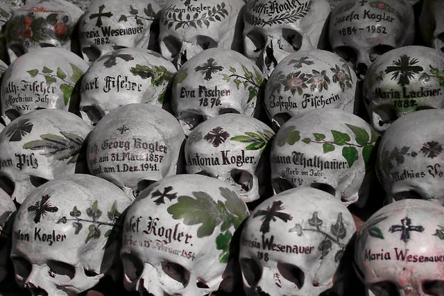 Totenschädel / painted skulls in Hallstatt