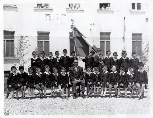 Casamassima-La Scuola Elementare Guglie02_ A.S. 1956-57- insegnante Silvia Montenegro, nella foto il supplente Domenico Pastore