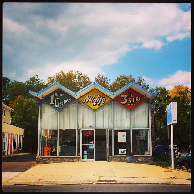 #zigzagroof #nulife #drycleaners #midcentury #mcmarchitecture #hatboro #pennsylvania #foldedplate #foldedplateroof