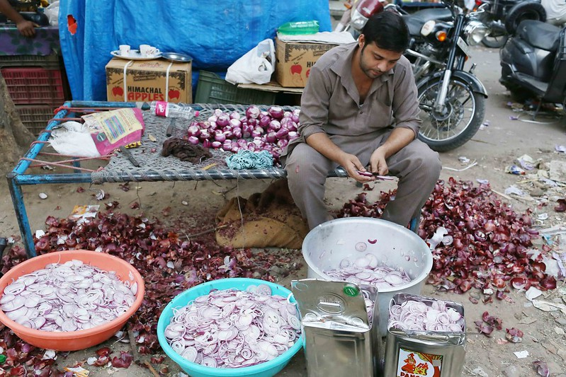 City Food - Browning the Onions, Hazrat Nizamuddin Basti