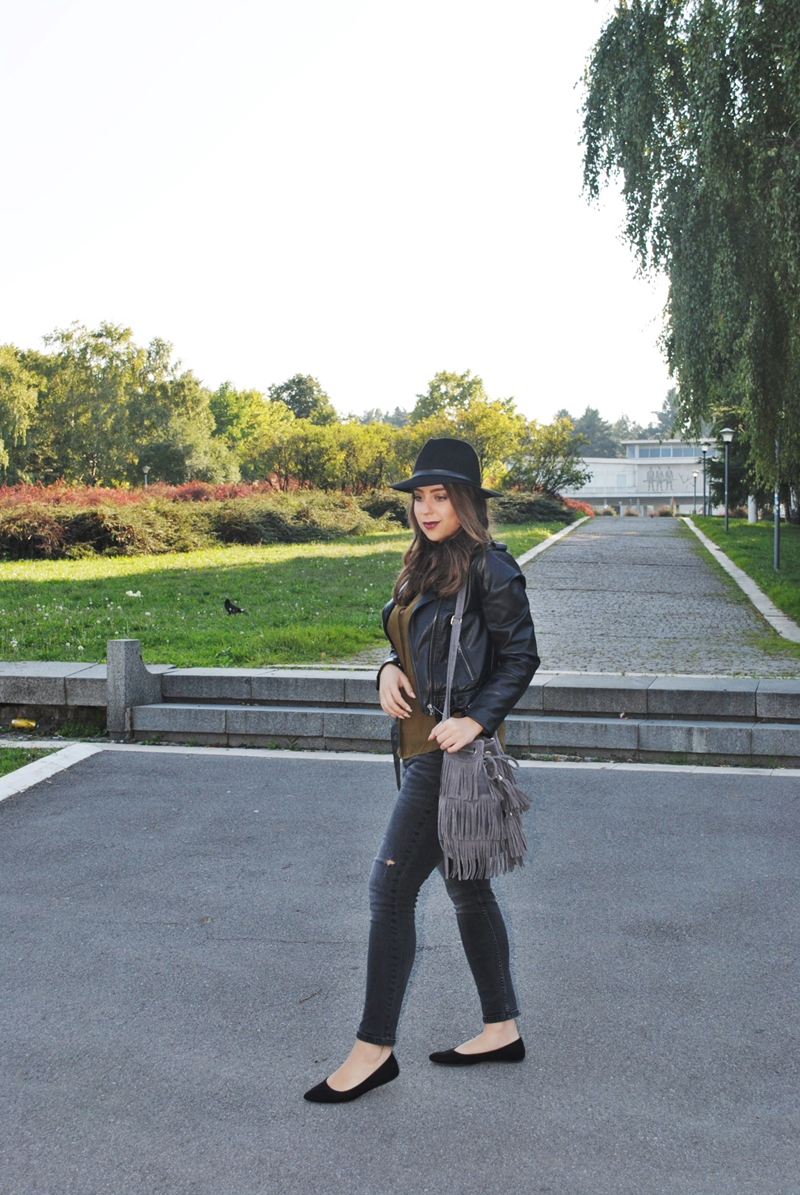 olive-green-shirt-leather-jacket-black-fedora-hat-fringe-bag-11
