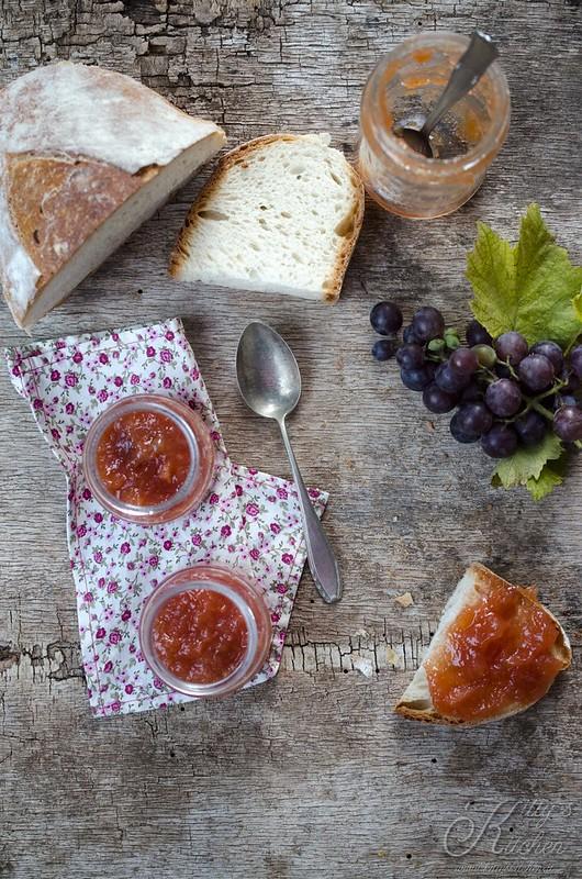 Marmellata di mele cotogne e uva fragola