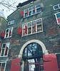 Red shutters. #nieuwmarkt #lookingup #architecture #amsterdam #windows #travel