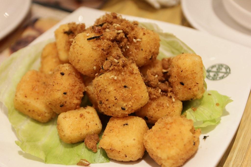 炸豆腐的豆腐是用雞蛋豆腐,味道還可以,可是...感覺普通,其他餐廳的炸豆腐比這家好吃..