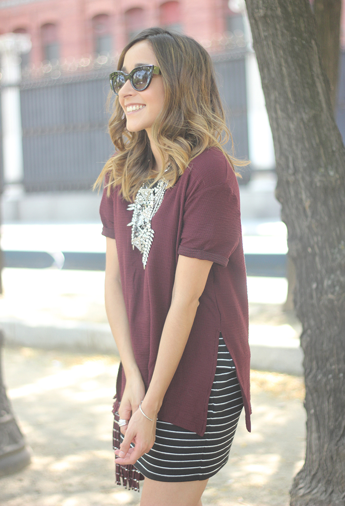 Striped Skirt With Burgundy T-shirt And Fringed Bag Summer Outfit20