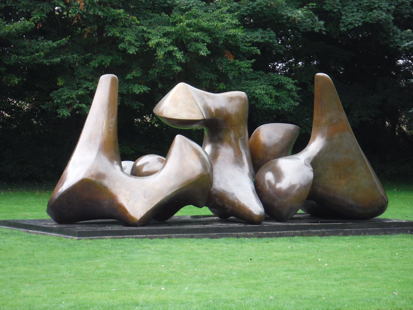 Three Piece Sculpture: Vertebrae (1968) SWC Walk 164 Roydon to Sawbridgeworth via Henry Moore Foundation
