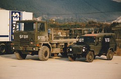 Military Trucks and Buses / Camions et Bus Militaires