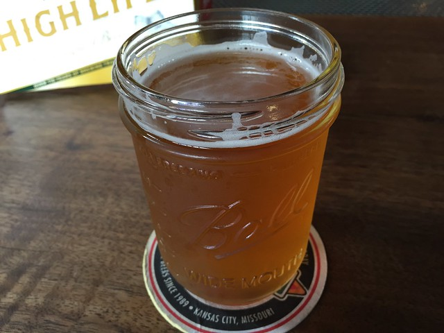 Southpaw's pale ale beer - Southpaw BBQ