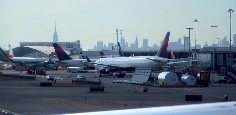 Aviones y Manhattan Skyline