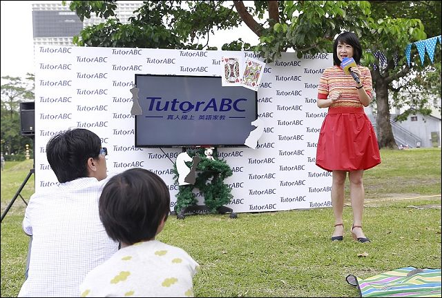 TutorABC公關副總趙心屏講解課程特色